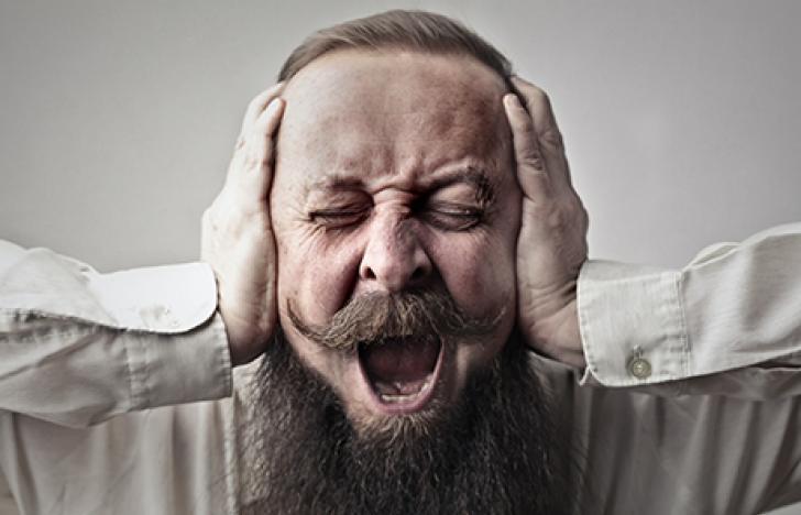 Strom im Ohr lindert Schmerz