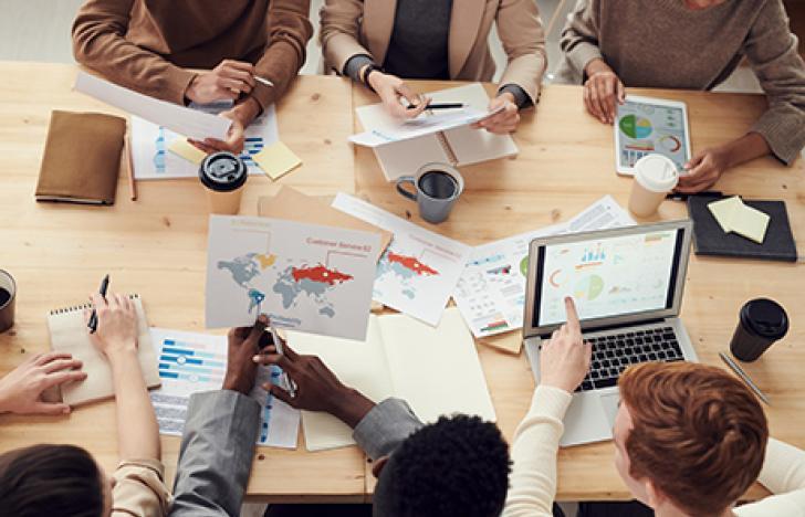 Beschäftigungsbarometer steigt, Kurzarbeit sinkt